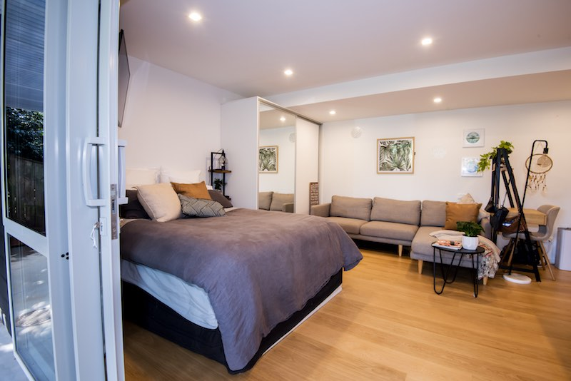 Self contained unit bedroom - Woodfern Crescent - Qualitas Builders - Laingholm