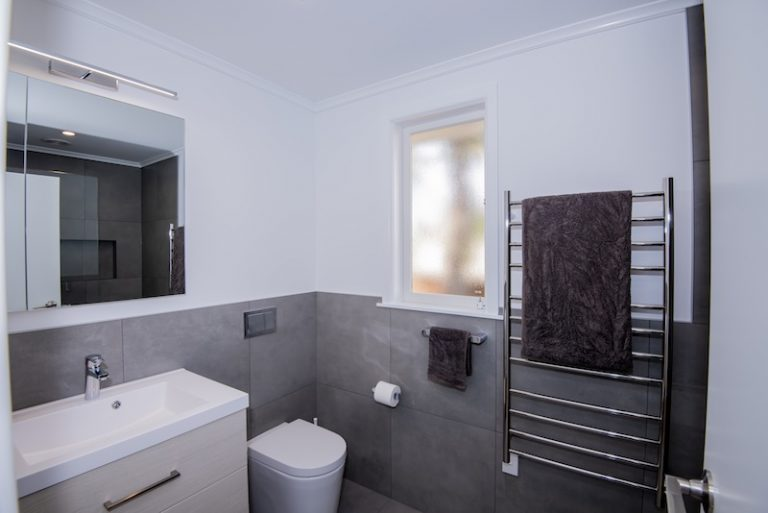 Qualitas Builders - West Auckland - Renovate ensuite - Titirangi