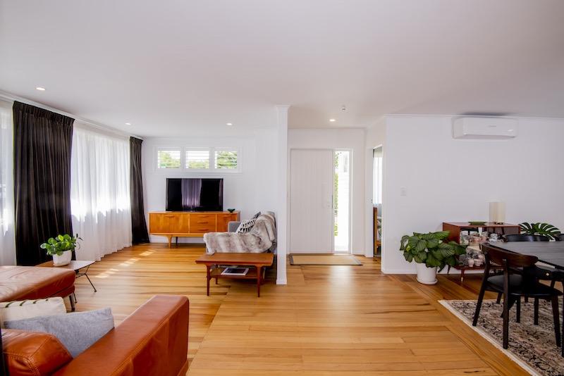 Auckland bungalow renovation - open plan living - Qualitas Builders - Green Bay